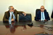 De gauche à droite, le Pr BOUBEZARI Réda Fihri, Doyen de la faculté de Médecine de l'université de Bejaia. et le Pr OUKACI Kamal, doyen de la faculté des Sciences Economiques, Commerciales et des Sciences de Gestion (FSECSG)